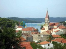 Building land on the island of Brac
