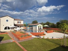Luxury villa with swimming pool in Cabrunici
