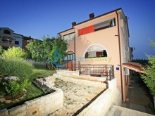 Villa with apartments in Pula