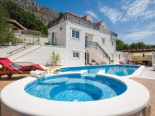 Villa in Dugi Rat on the Omis Riviera