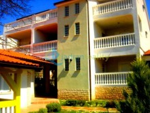 House with holiday apartments in Fazana,