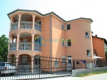 House with holiday apartments in Medulin