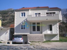 House near Omiš and the river Cetina